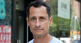 Anthony Weiner called 'pedophile' while having coffee in Bryant Park